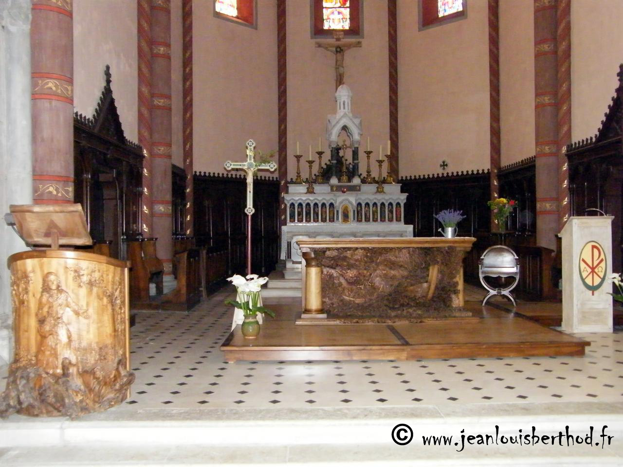 Altar of The Church of Albens